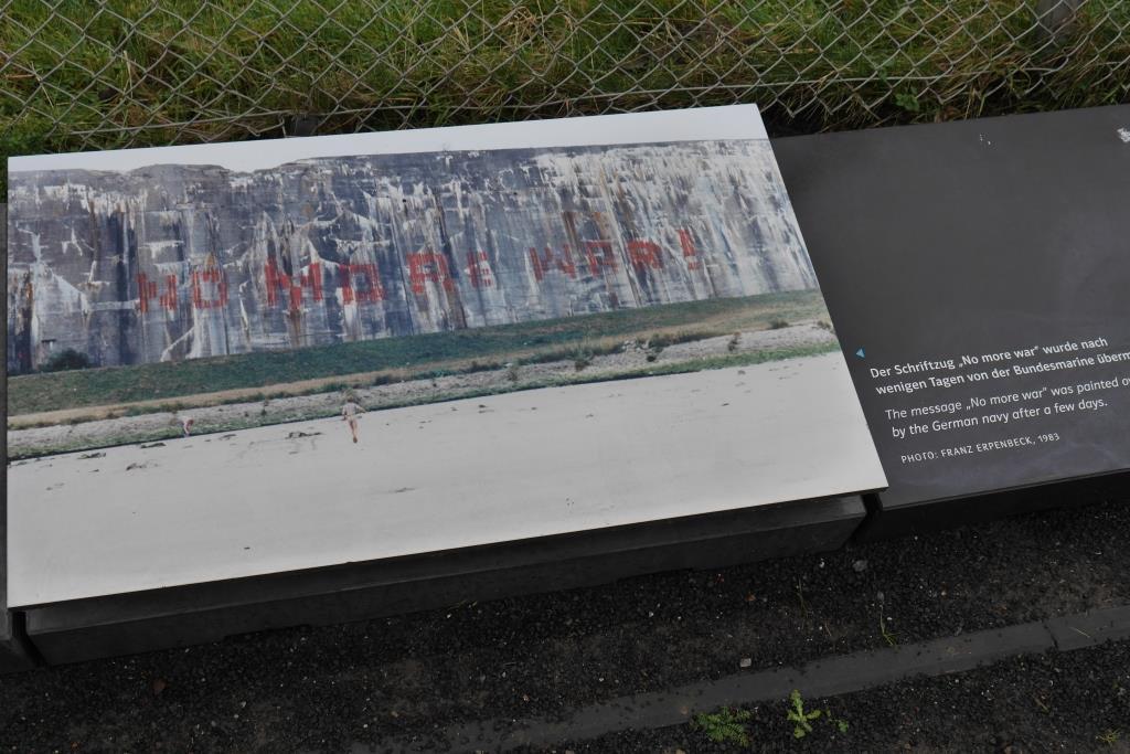 Archiv-Foto mit Spray auf der Bunker-Wand